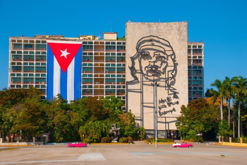 切・格瓦拉巨型雕塑内政部门面的在Plaza de la Revolucion的 革命正方形在Vedado区o 免版税库存图片