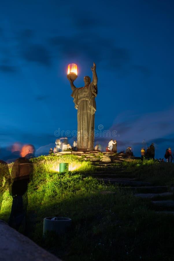 切尔卡瑟,乌克兰- 2013年6月01日:战争在荣耀小山的` s纪念碑  免版税库存图片