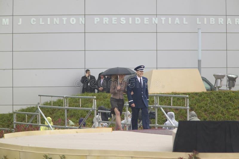 切尔西・克林顿护航对阶段在克林顿总统图书馆期间200的11月18日,正式开幕式 免版税库存照片