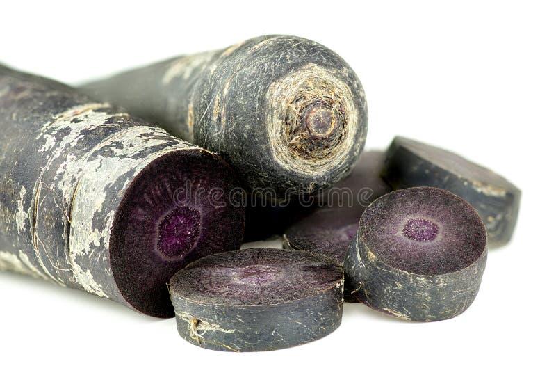 切开在白色背景纹理隔绝的紫色红萝卜 免版税库存照片