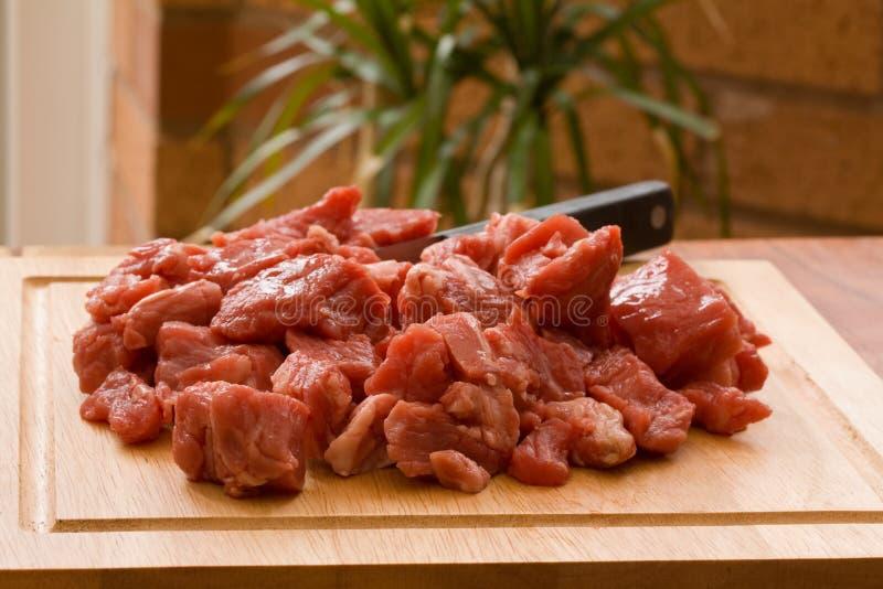 切成小方块的牛肉 免版税库存图片
