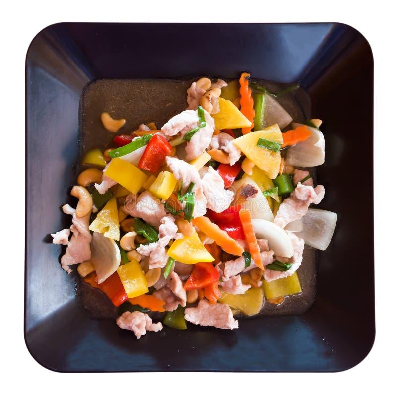 切片与菜和腰果的猪肉在糖醋调味汁 库存图片