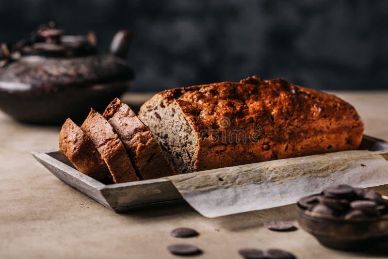 切片在板材的面包大面包 免版税库存照片
