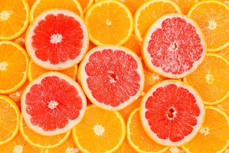 切片桔子和葡萄柚作为背景 免版税库存图片