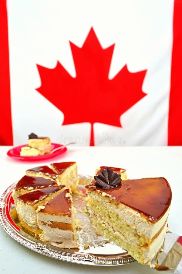 切片槭树加拿大日庆祝的奶油甜点蛋糕 免版税库存图片
