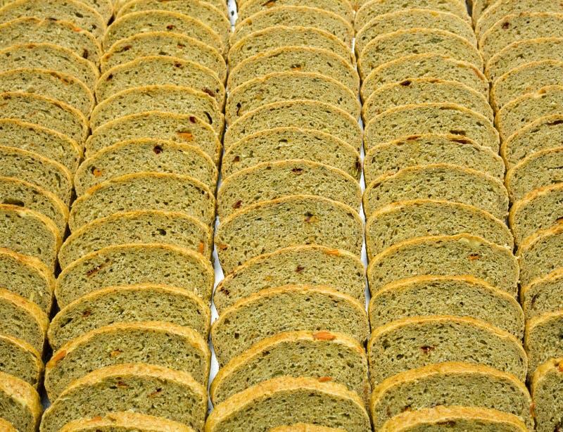 切片特别面包由黑麦面粉和干fr做成 库存照片