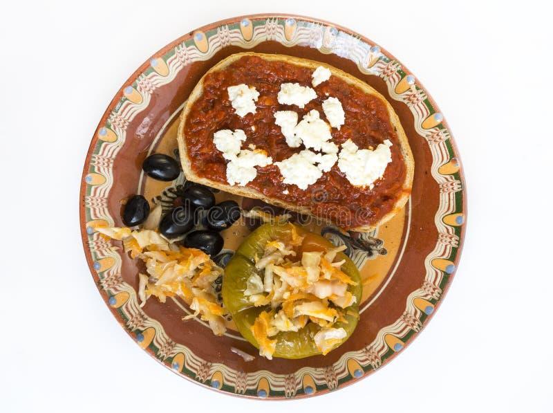 切片面包酸辣调味品乳酪橄榄腌汁 免版税库存照片
