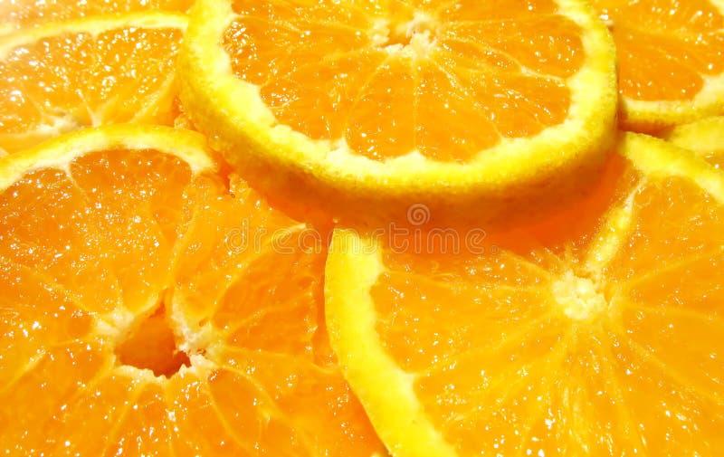切的水多的桔子 免版税库存照片