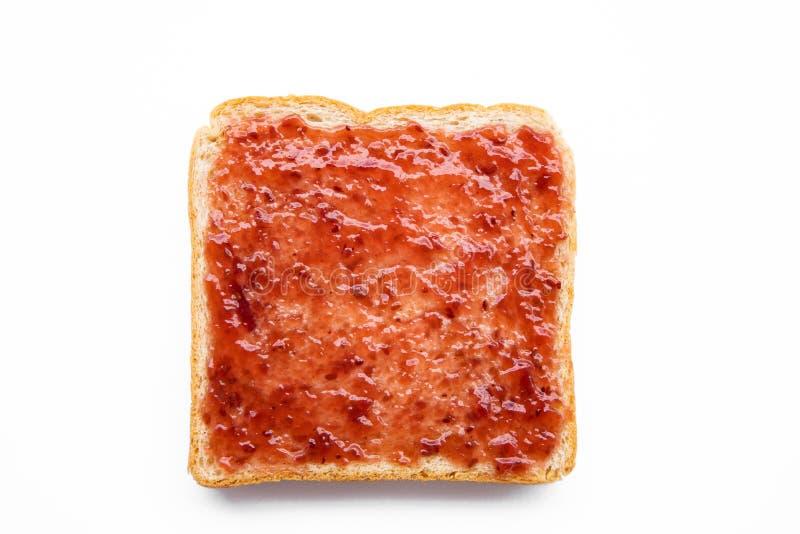 切的面包用在白色背景隔绝的果酱 免版税库存照片