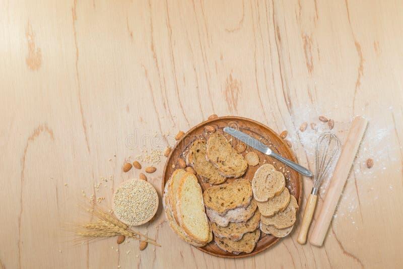 切的fread rutic面包 免版税库存照片
