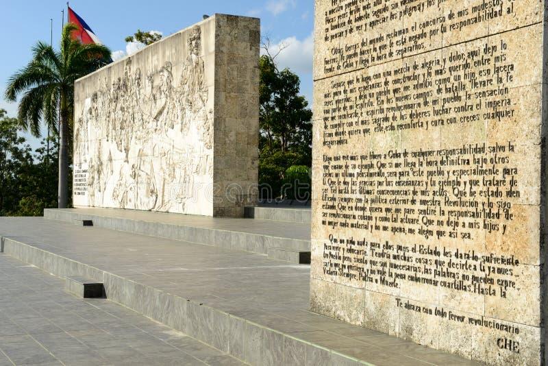 切・格瓦拉雕象和陵墓在革命摆正 库存照片
