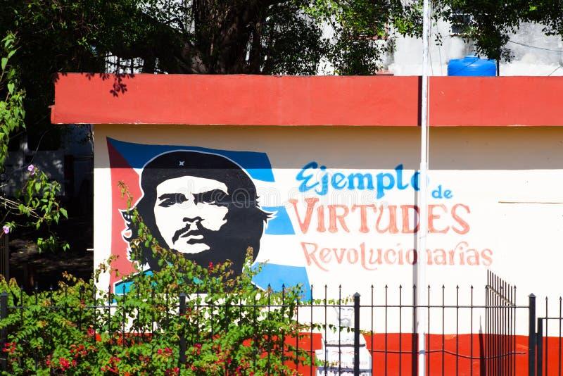 切・格瓦拉绘画在老墙壁上的在哈瓦那,古巴 免版税库存照片