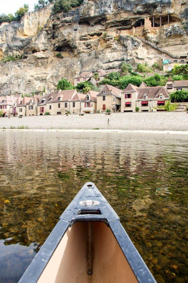 划皮船在多尔多涅省河 免版税库存图片