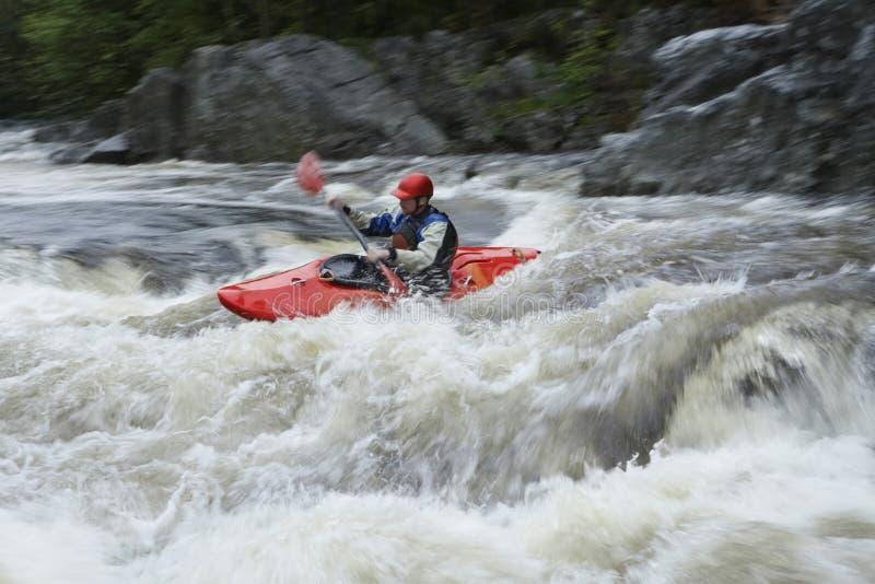 划皮船在河的人 库存照片