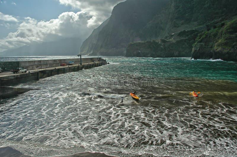 划皮船在海洋 免版税库存图片
