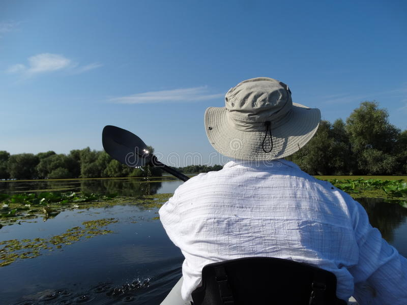 划皮船在湖 库存图片