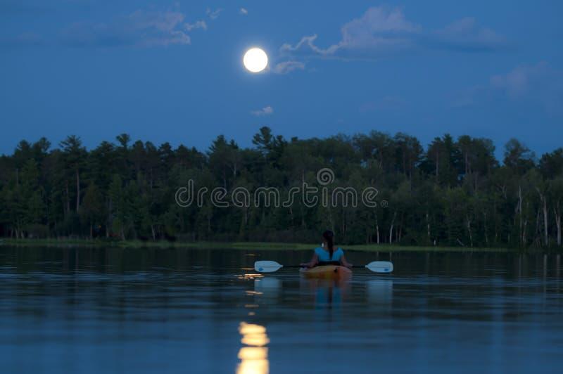划皮船的午夜 免版税图库摄影