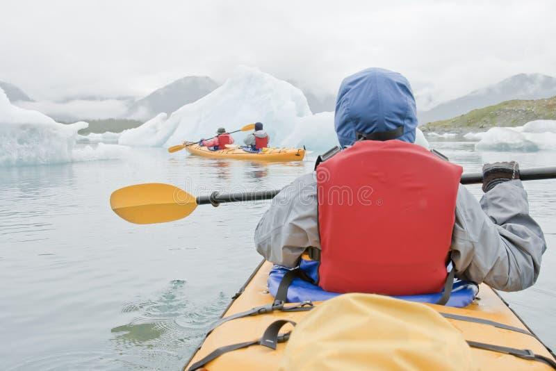 划皮船阿拉斯加的海 免版税库存图片
