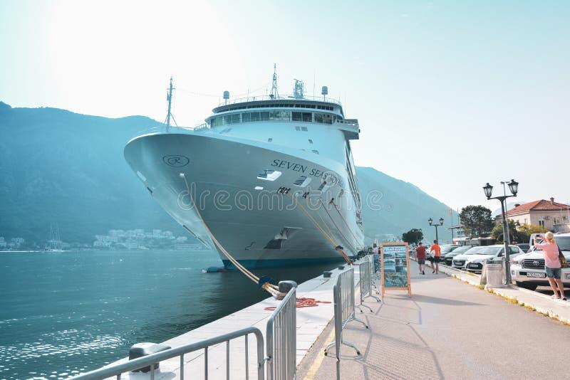 划线员港的世界七大洋航海者科托尔,黑山12 06 2019? 库存照片
