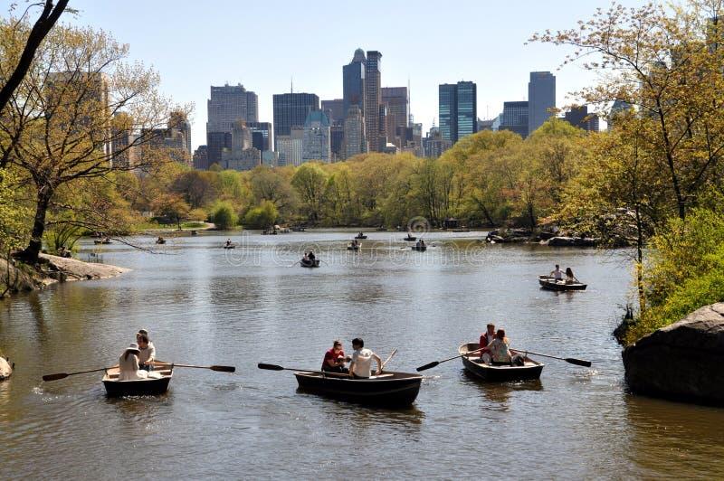 划船中央湖nyc公园 免版税图库摄影
