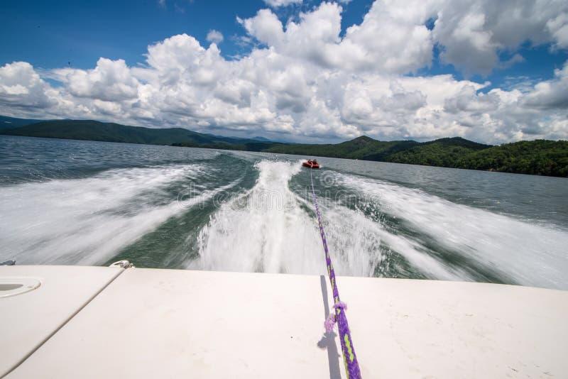 划船和野营在湖jocassee在北部南卡罗来纳 免版税库存图片