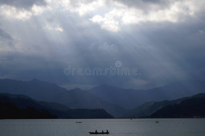 划船在Fewa湖,博克拉 库存图片
