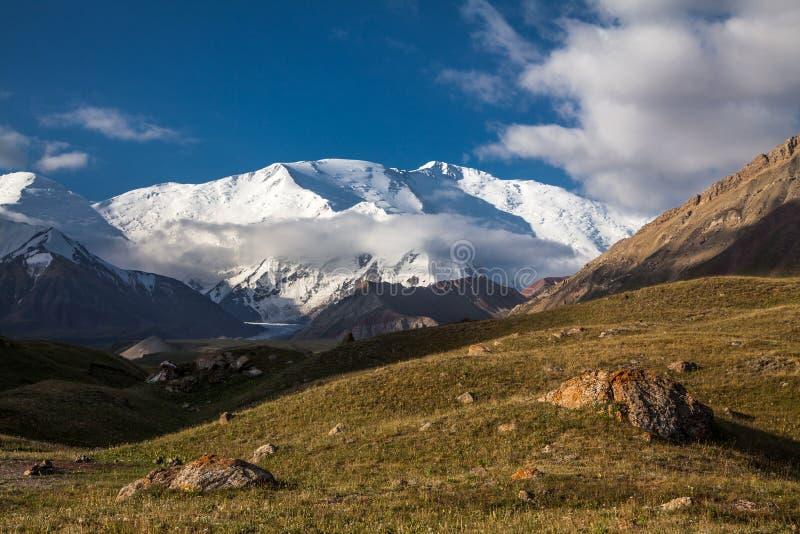 列宁峰顶的山顶 免版税库存照片