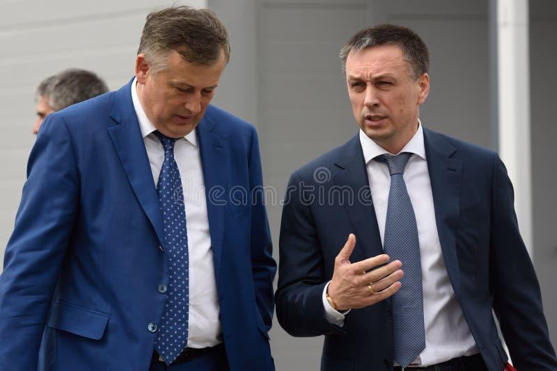 列宁格勒oblast亚历山大Drozdenko的州长和委员会主席Amira小组安德雷Saramud的主任  库存照片