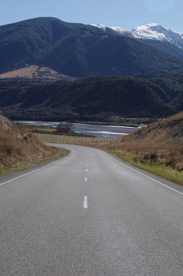 刘易斯通行证开放路驱动在新西兰 免版税库存照片