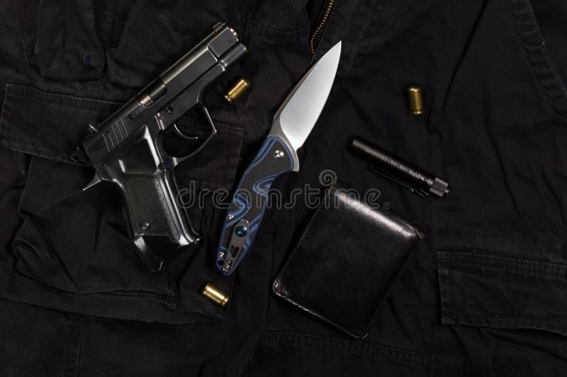 创伤手枪和弹药筒 自卫的武器 免版税库存照片