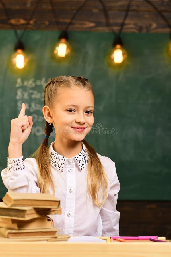 创新和想法 小女孩有创新和想法 孩子的创新的想法 创新和想法概念 免版税库存图片