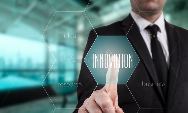 创新概念由在管理的一位顾问提出了在webinar屏幕上 库存图片