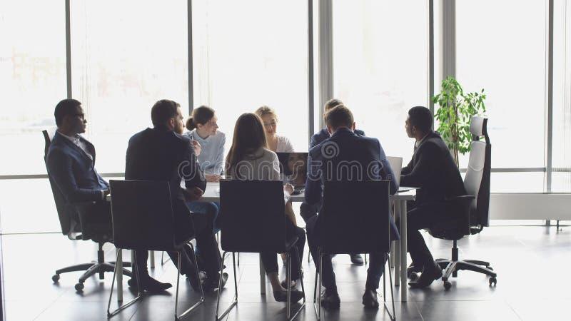 创造性的企业队会议在现代开始办公室 库存图片