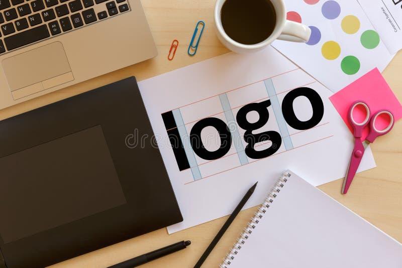 创造性的图表设计师书桌 免版税库存照片