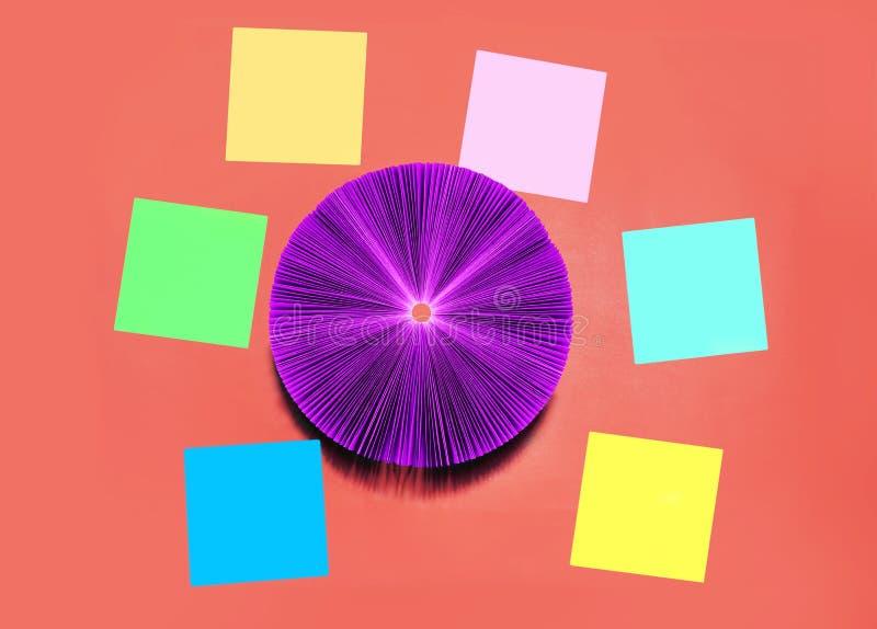 创造性的概念-许多五颜六色的贴纸 免版税库存图片
