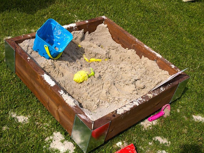 创造性的设计木沙子箱子sandpit 免版税库存图片