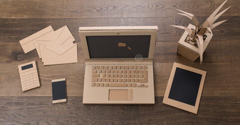 创造性的eco友好的纸板办公室 免版税图库摄影