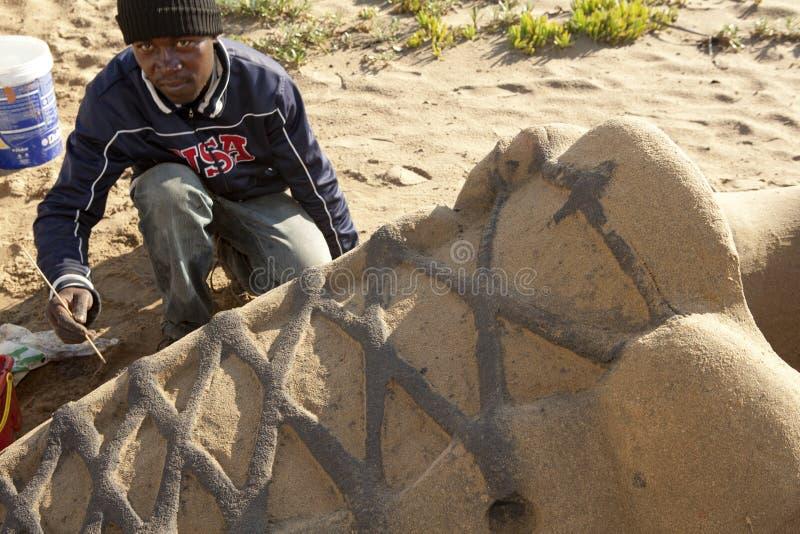 创造沙子雕塑,德班的艺术家 库存照片