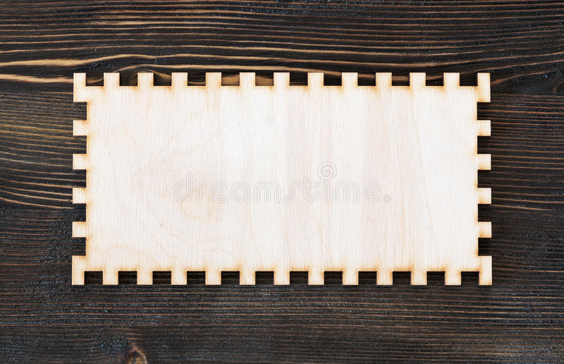 删去在葡萄酒木头背景的被雕刻的框架 库存照片