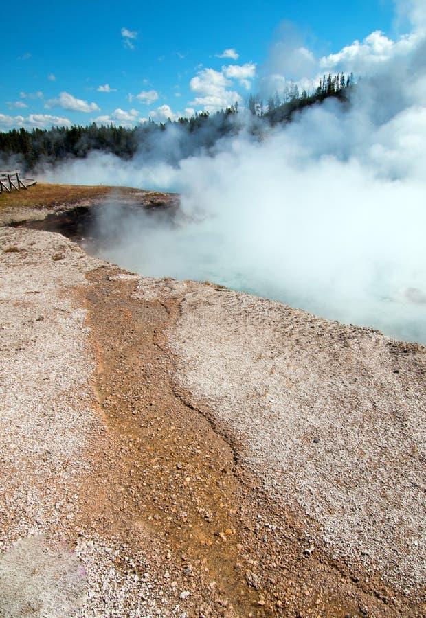细刨花喷泉在黄石国家公园在怀俄明 免版税库存照片