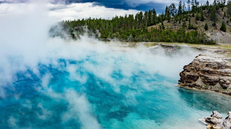 细刨花喷泉火山口在黄石国家公园 免版税图库摄影