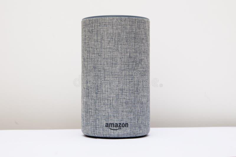 """利兹,英国†""""2017年11月8日 亚马逊回声第2一代Alexa 库存图片"""