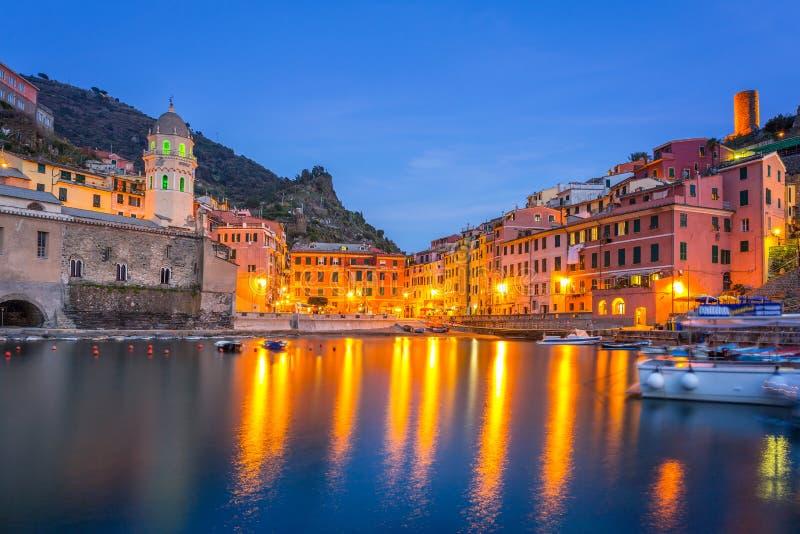 利古里亚海海岸的韦尔纳扎镇  免版税库存照片