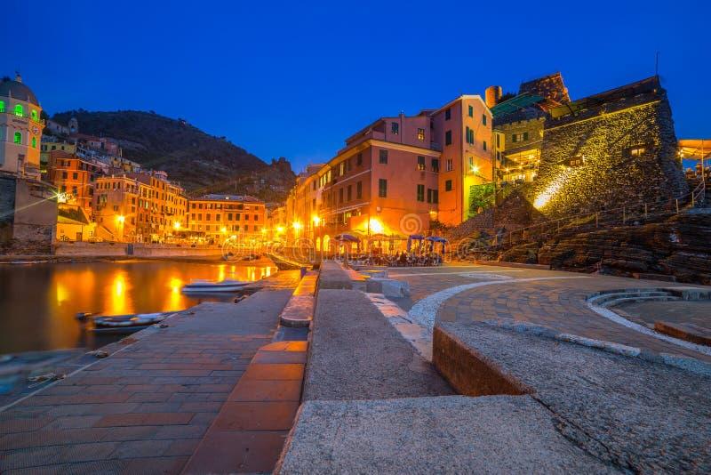 利古里亚海海岸的韦尔纳扎镇  免版税库存图片