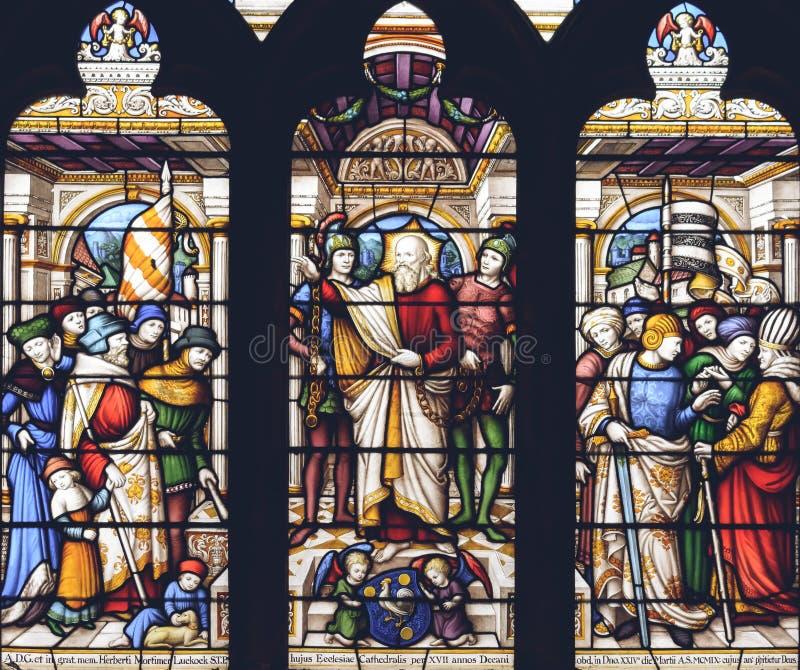 利奇菲尔德大教堂内部-彩色玻璃教堂中殿H关闭  库存图片