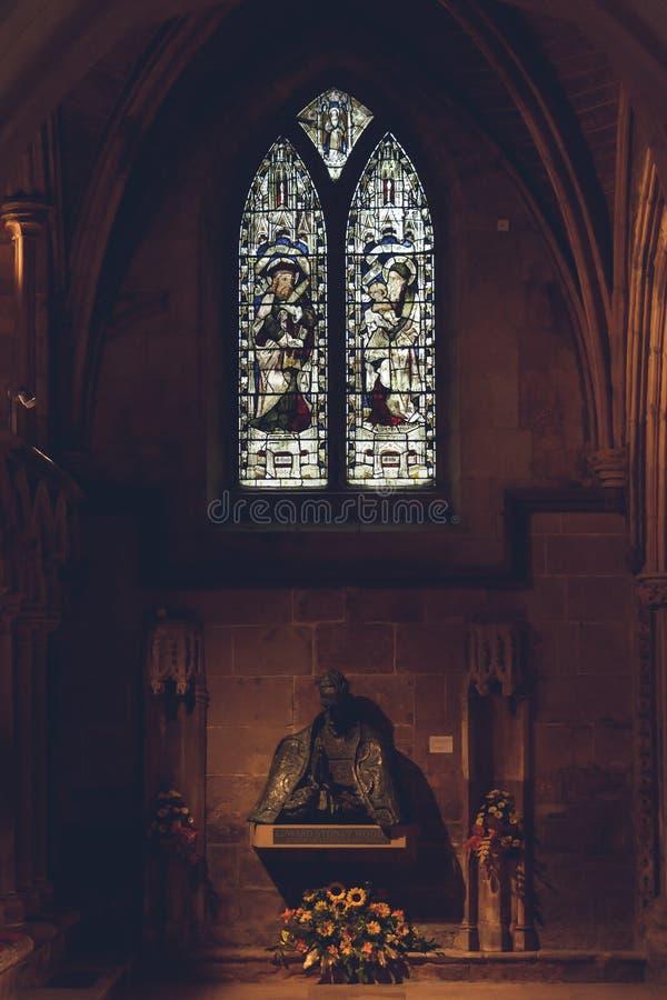 利奇菲尔德大教堂-前庭内部-连接主要之间 库存图片