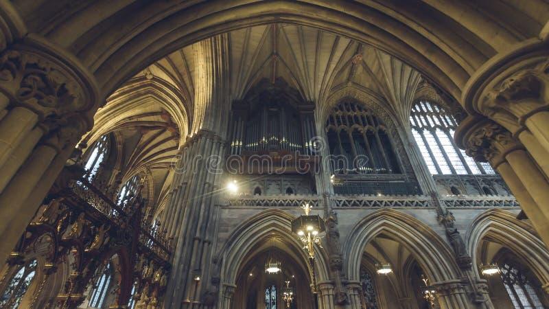 利奇菲尔德大教堂-在唱诗班,从Sou的看法的器官内部  免版税库存图片