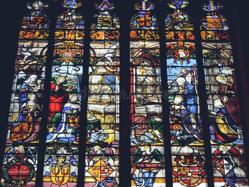 利奇菲尔德大教堂-在圣母堂的彩色玻璃内部  库存照片