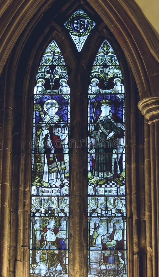 利奇菲尔德大教堂-在章节Hous的彩色玻璃内部  库存照片