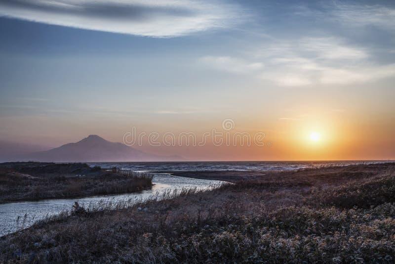 利尻岛和山日落视图从稚内,北海道, 库存图片